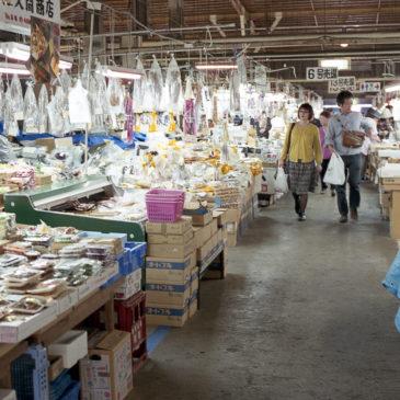 塩釜水産物仲卸市場のマイ海鮮丼