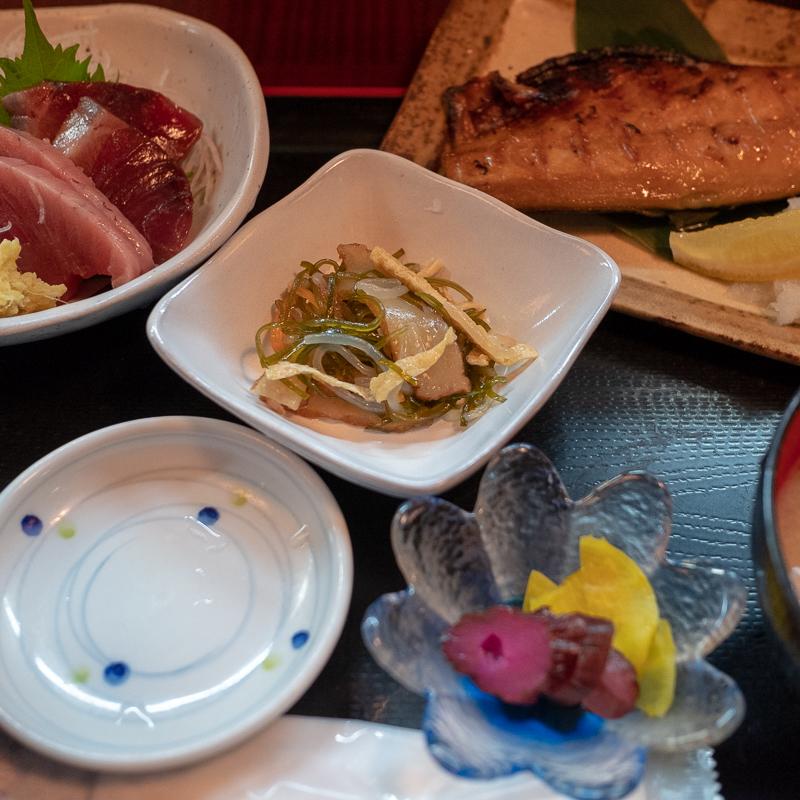 仙台朝市地下 花祭りで魚ランチ
