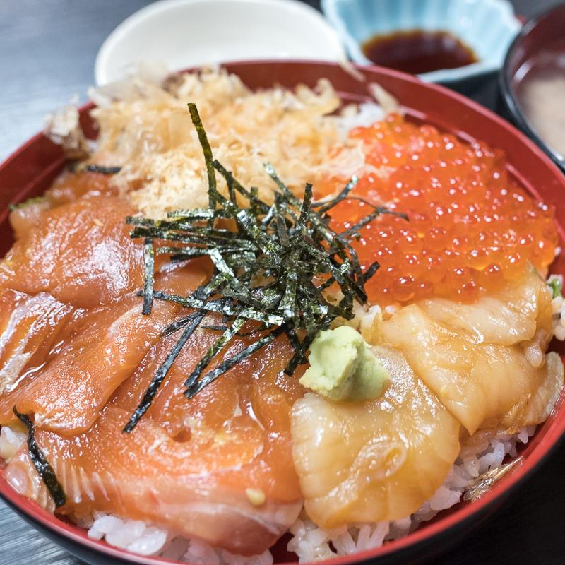標津の郷土料理 武田でサケ丼
